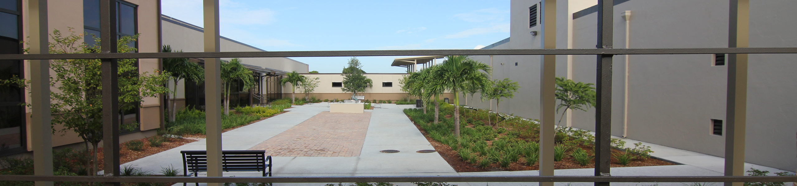 Picture of a little Courtyard area outside of The Hendry Regional Hospital