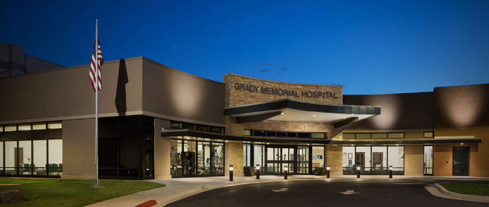 Picture of THE GRADY MEMORIAL HOSPITAL front entrance.